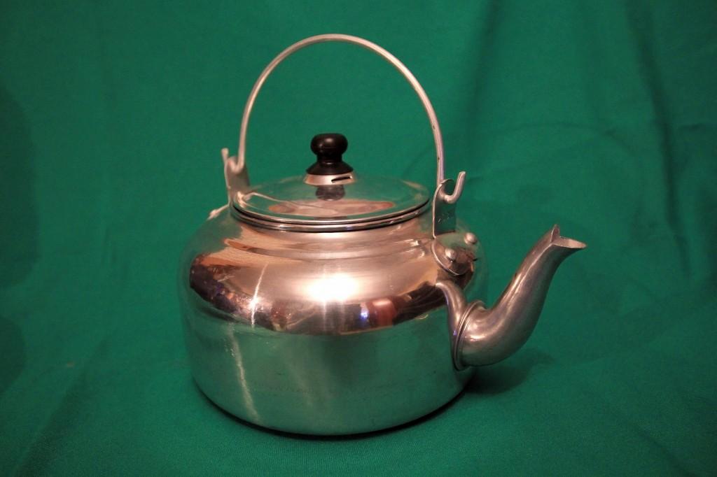 очень легкий китайский алюминиевый чайник