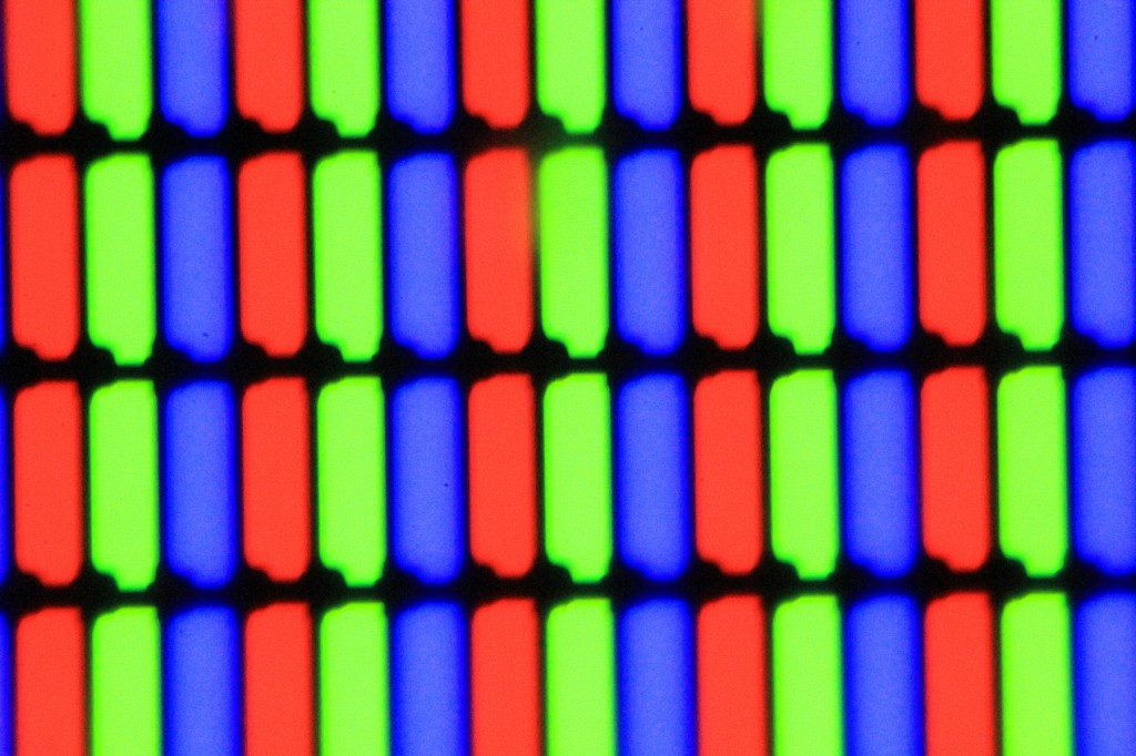 Цветные пиксели экранной матрицы ноутбука.