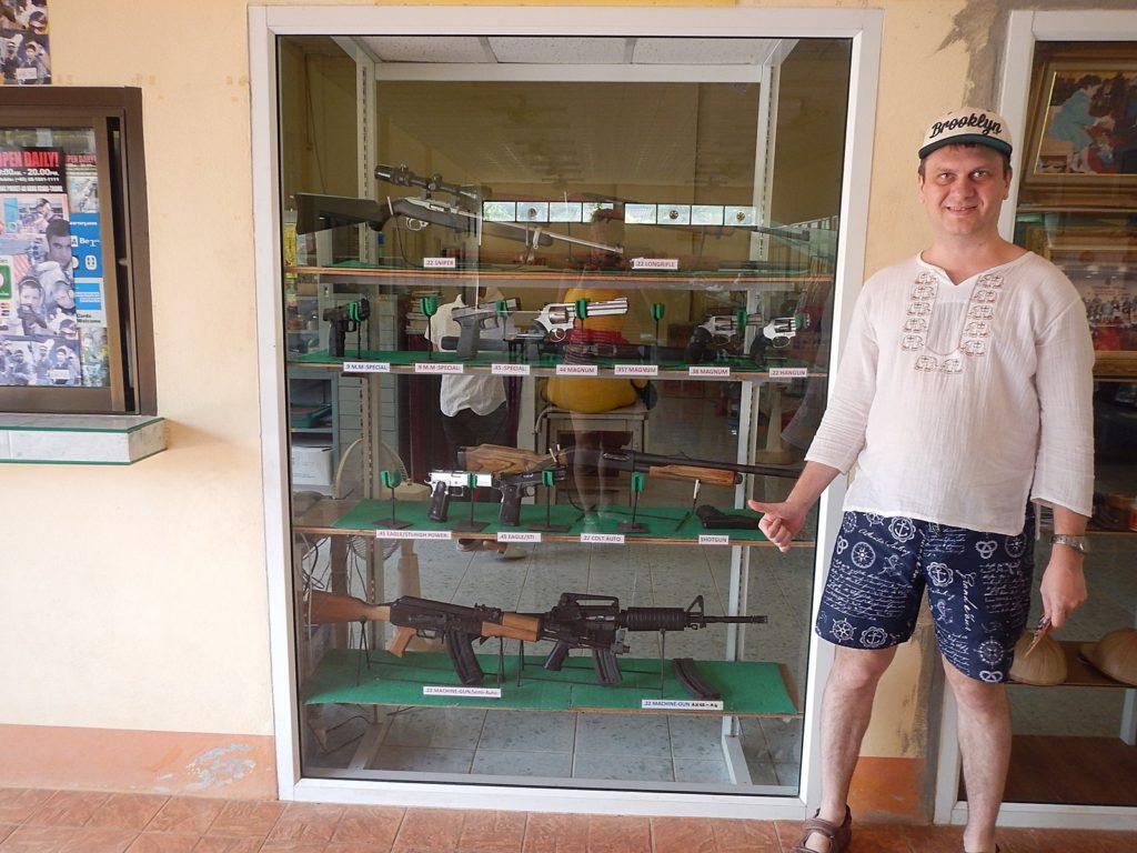 Витрина с оружием Ao Nang shooting range Krabi