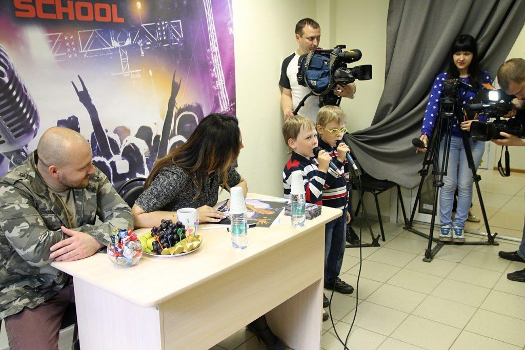 Кирилл и Максим исполняют песню Когда я взрослым стану