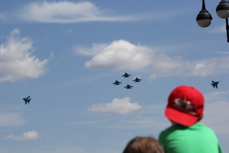 Разлёт 6 истребителей - «Русские Витязи» в небе над Кировом
