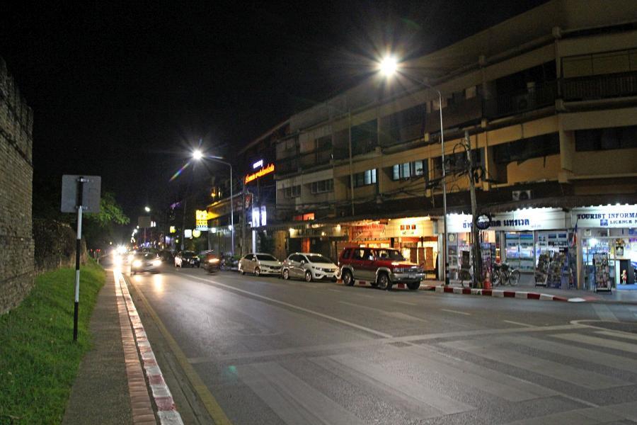 Ночной Чиангмай: улицы и дома