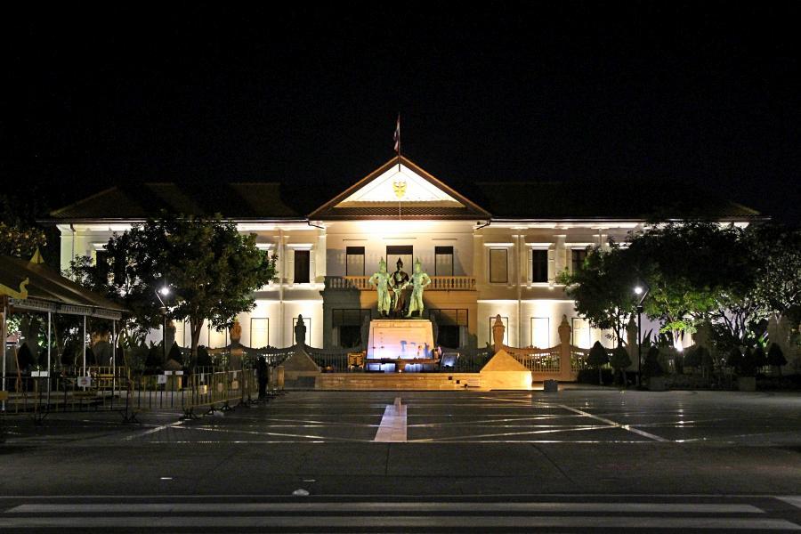 Ночной Чиангмай: памятник трём королям и центр искусств