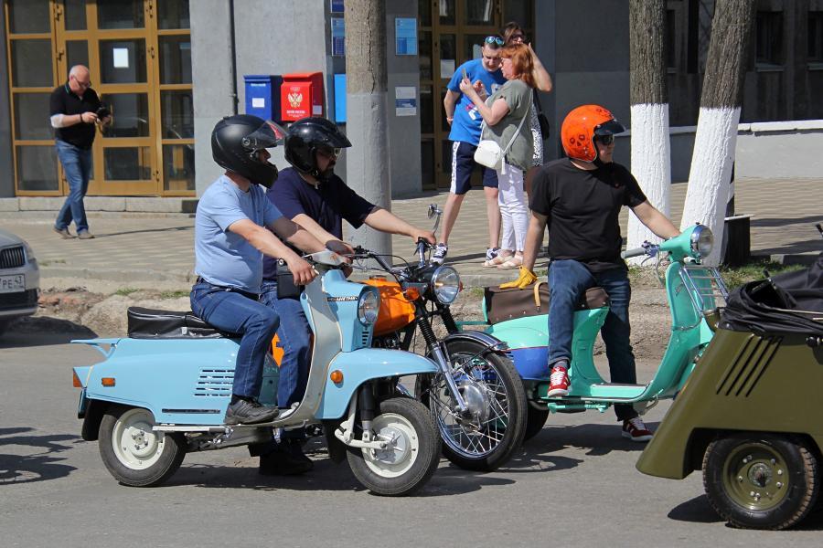 Мотороллер Электрон - парад ретроавтомобилей в День Победы 9 мая 2019 г. в Кирове