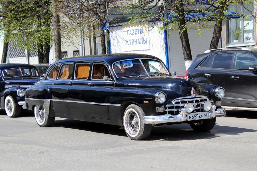 Лимузин ЗИМ (ГАЗ-12) - парад ретроавтомобилей в День Победы 9 мая 2019 г. в Кирове