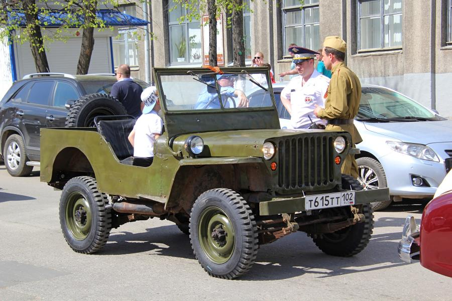 ГАЗ-64 (?) - парад ретроавтомобилей в День Победы 9 мая 2019 г. в Кирове