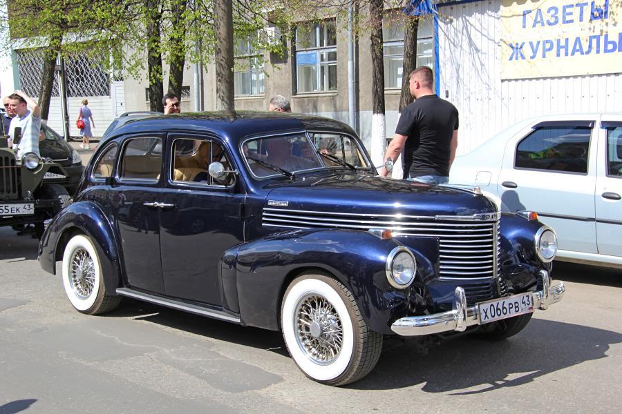 Черный Opel - парад ретроавтомобилей в День Победы 9 мая 2019 г. в Кирове