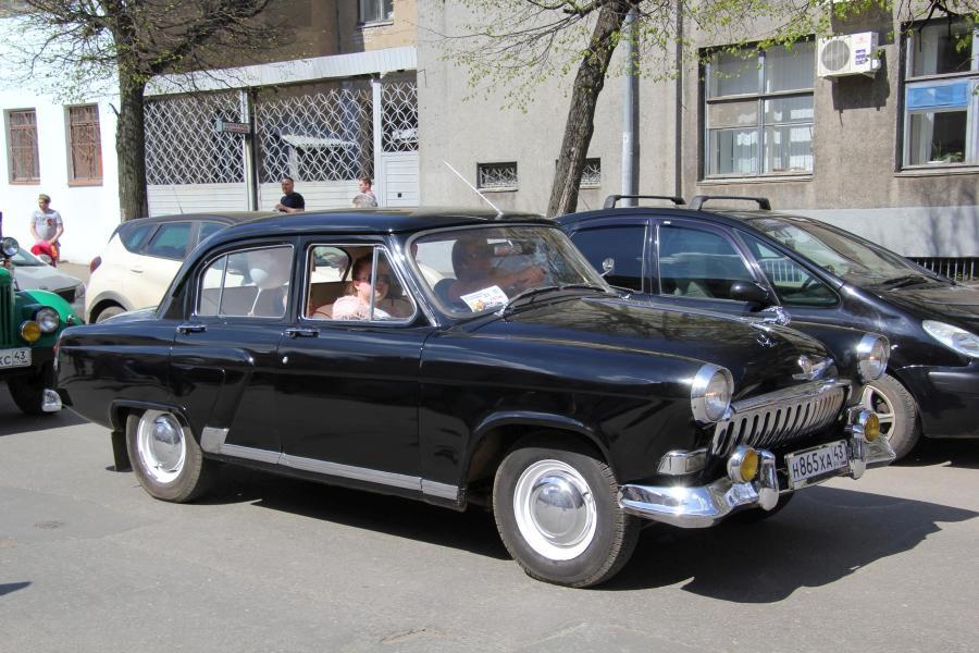 Волга ГАЗ-21 - парад ретроавтомобилей в День Победы 9 мая 2019 г. в Кирове