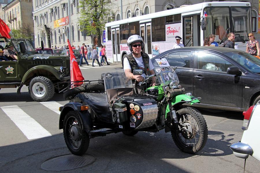 Урал М-67 с коляской - парад ретроавтомобилей в День Победы 9 мая 2019 г. в Кирове