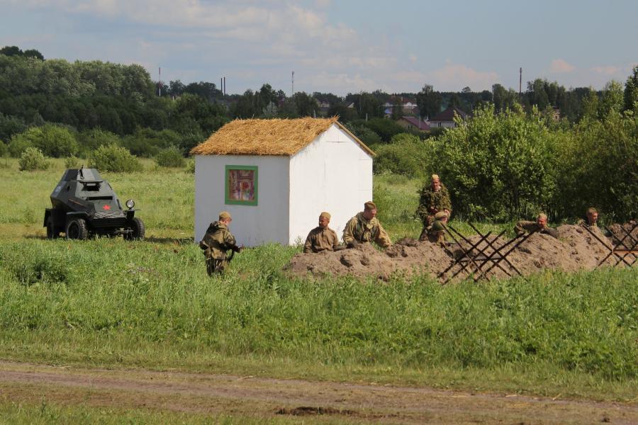 Советская армия на позиции в окопе - реконструкторский фестиваль «Живая история» 2019