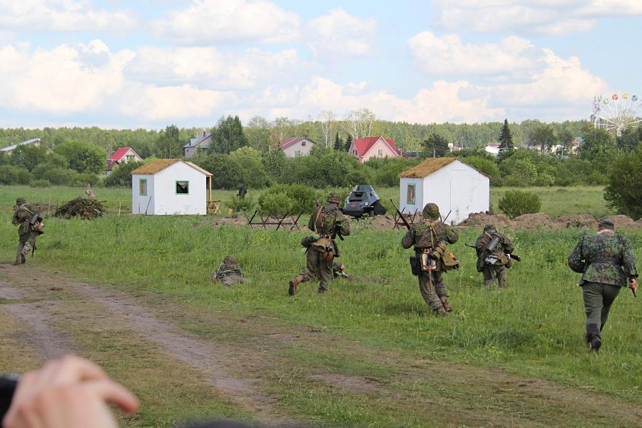 Наступление немецких войск на деревню - реконструкторский фестиваль «Живая история» 2019