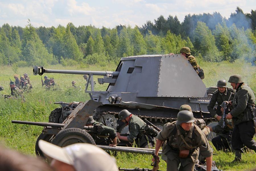 Наступление немецкой самоходной артиллерии - реконструкторский фестиваль «Живая история» 2019