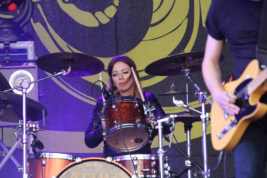 ударница «СЕtИ» на байк-рок фестивале «Взлётная полоса» 2019, день 1, аэродром Кучаны