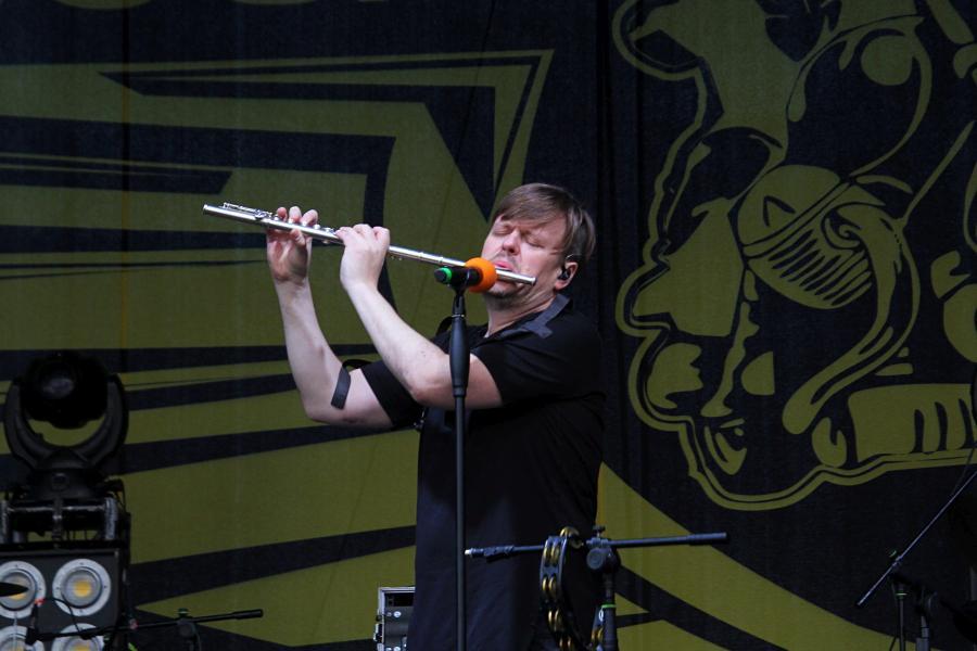 Ян Николенко с флейтой, «СЕtИ» на байк-рок фестивале «Взлётная полоса» 2019, день 1, аэродром Кучаны