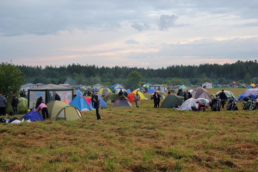 Палатки на байк-рок фестивале «Взлётная полоса» 2019
