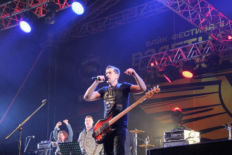 Макс Покровский, «Ногу свело!» на байк-рок фестивале «Взлётная полоса» 2019, день 1, аэродром Кучаны