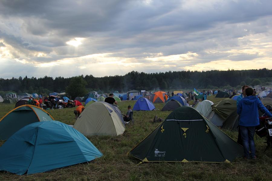 Палаточный лагерь на байк-рок фестивале «Взлётная полоса» 2019, день 2, аэродром Кучаны