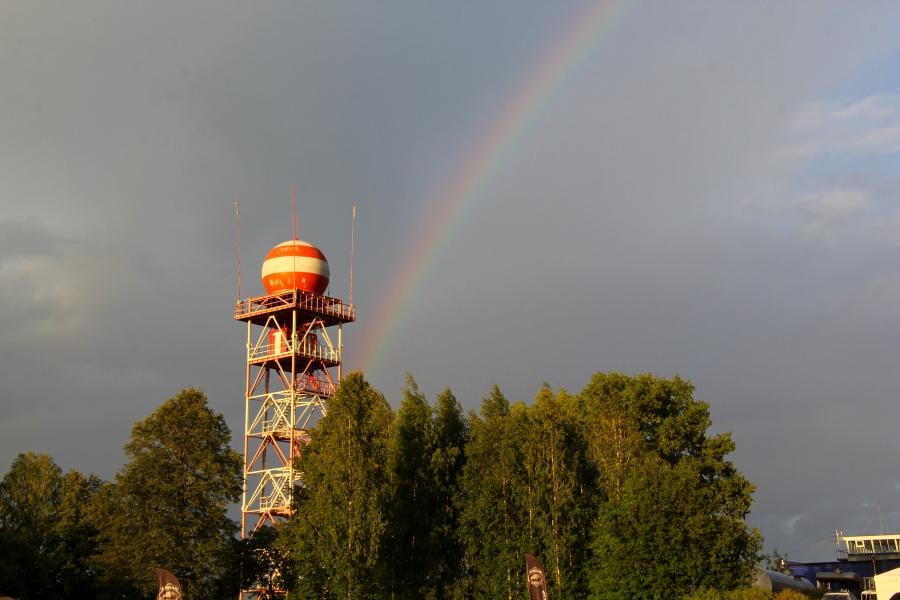 Радуга над радаром и деревьями на фестивале «Взлётная полоса» 2019, день 2, аэродром Кучаны