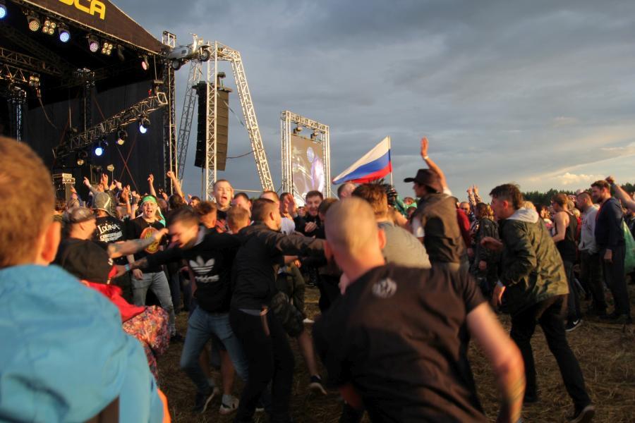 Слэм на выступлении «План Ломоносова» на байк-рок фестивале «Взлётная полоса» 2019