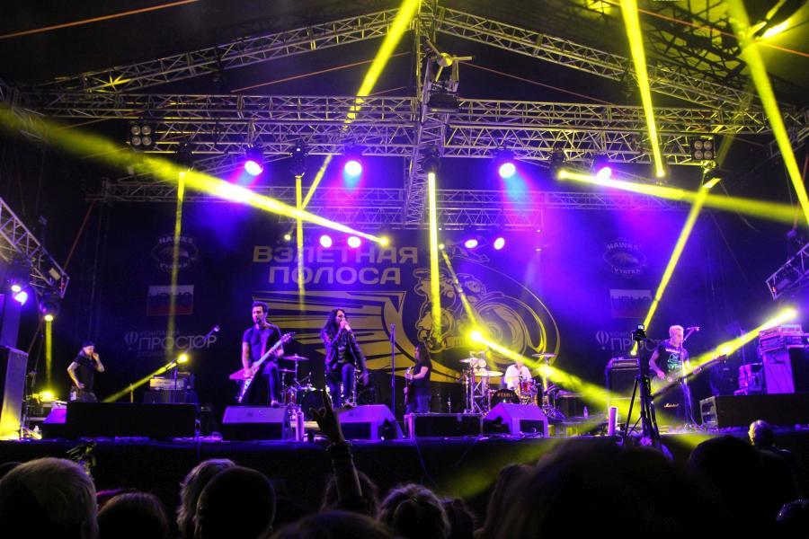«Louna» (Лусинэ Геворкян) на байк-рок фестивале «Взлётная полоса» 2019, день 2, аэродром Кучаны