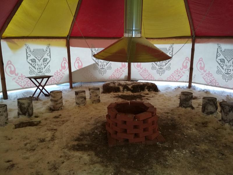 Внутри яранги в хаски-центре Умка
