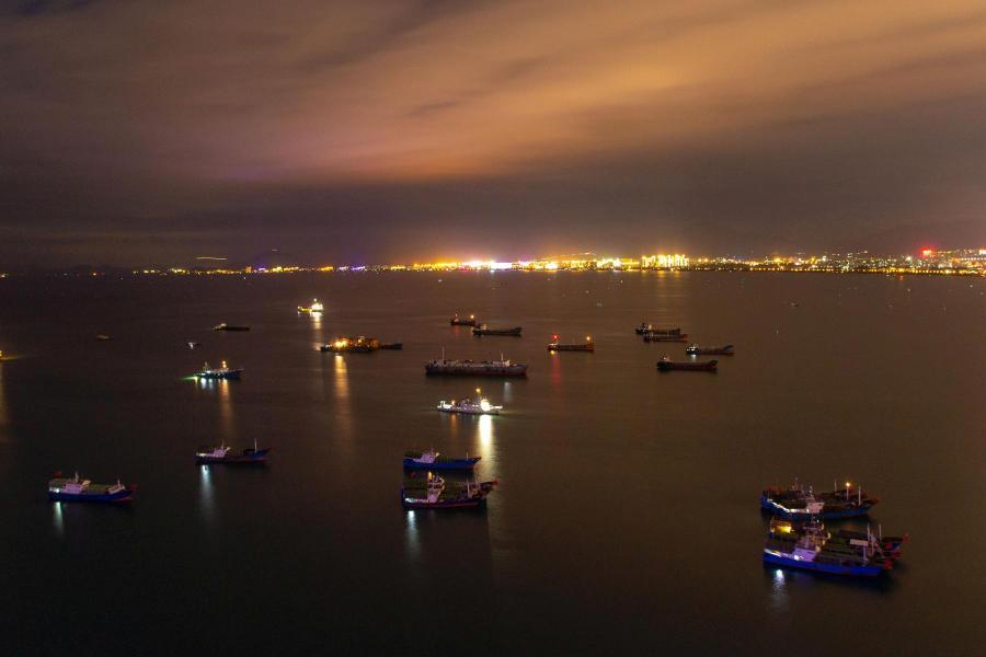 Ночь в заливе Саньявань Южно-Китайского моря (Залив Саньявань, городской округ Санья, остров Хайнань, Китай, декабрь 2017) - фотовыставка «С камерой по миру»