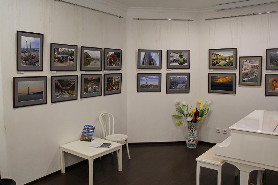 Фотовыставка «С камерой по миру» фотоклуба «Диана» в библиотеке им. Герцена