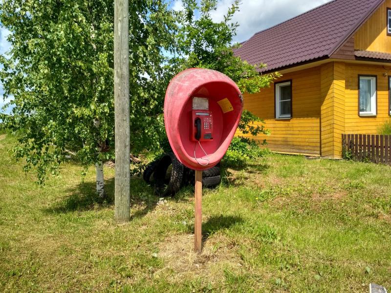 Неработающий красный таксофон в селе Оглоблино - поход выходного дня в Первомайский, Слободской район