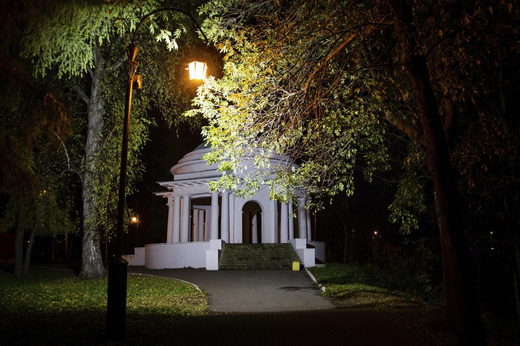 Ночь, улица, фонарь, ротонда…