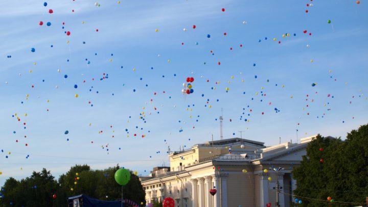 Запуск воздушных шаров в день города