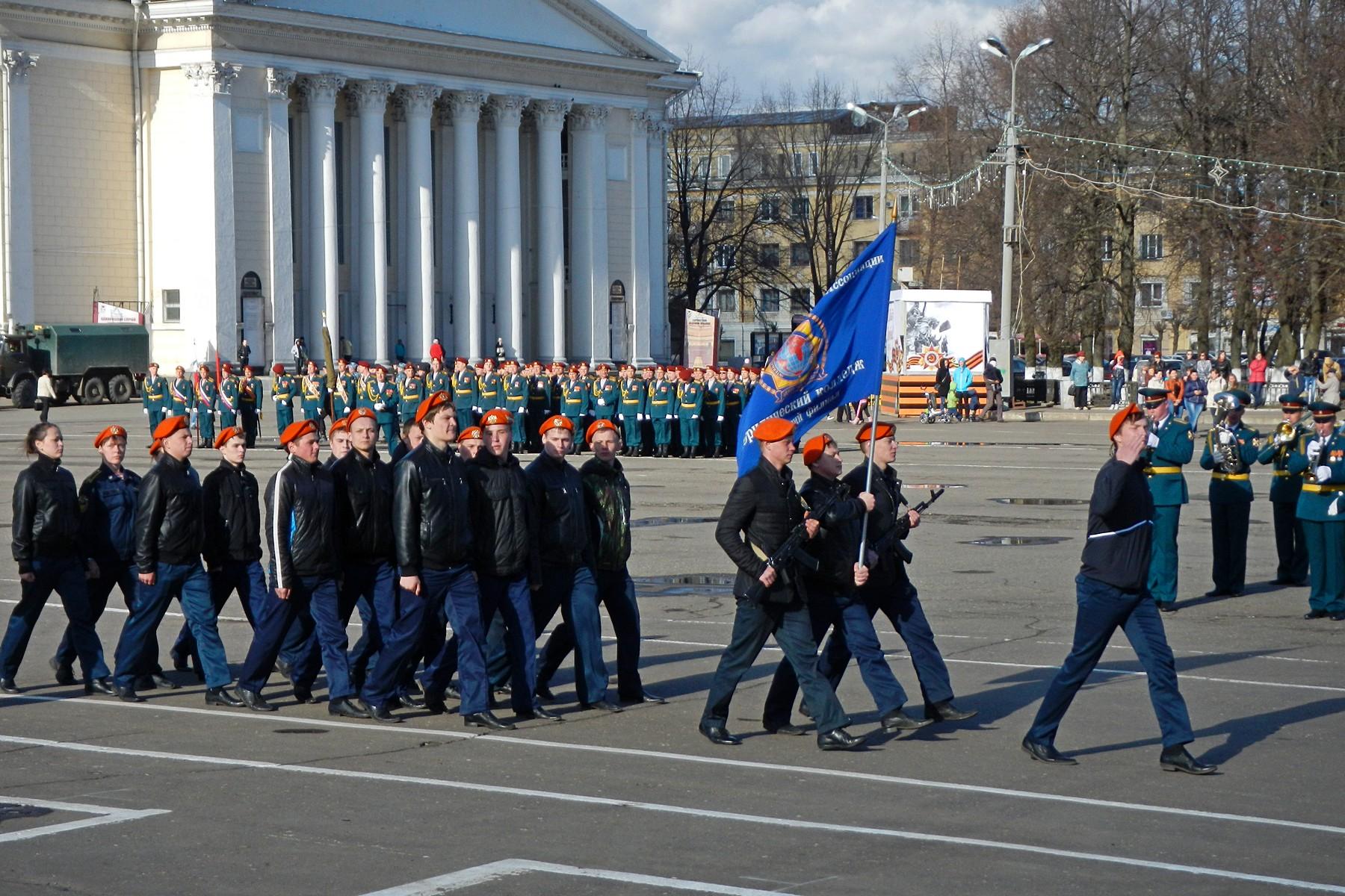 Репетиция парада Победы на Театральной площади в Кирове