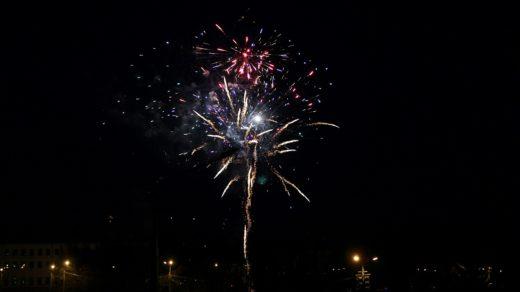 Праздничный фейерверк в День Победы 2014