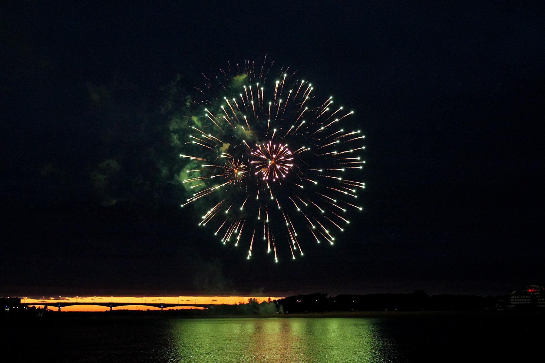Фото с фестиваля фейерверков