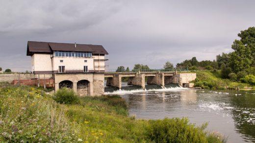 Бывшая ГЭС в с. Перевоз на реке Воя и радуга над рекой