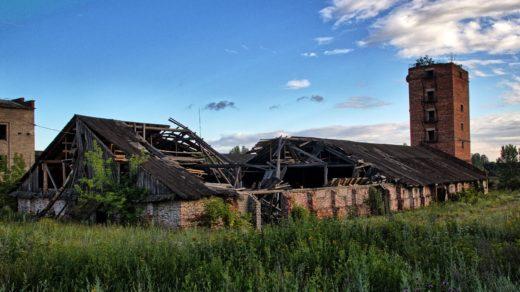 Заброшенный элеватор и порт хлебоприёмного предприятия в пос. Медведок