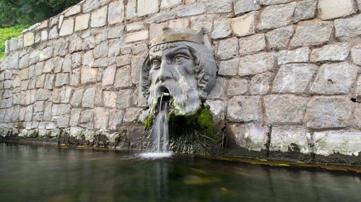 Кировский фонтан-маска