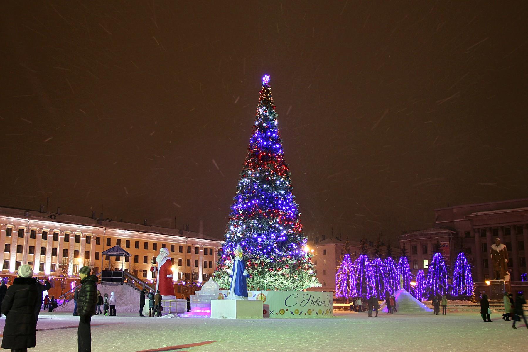Новогоднее убранство Театральной площади