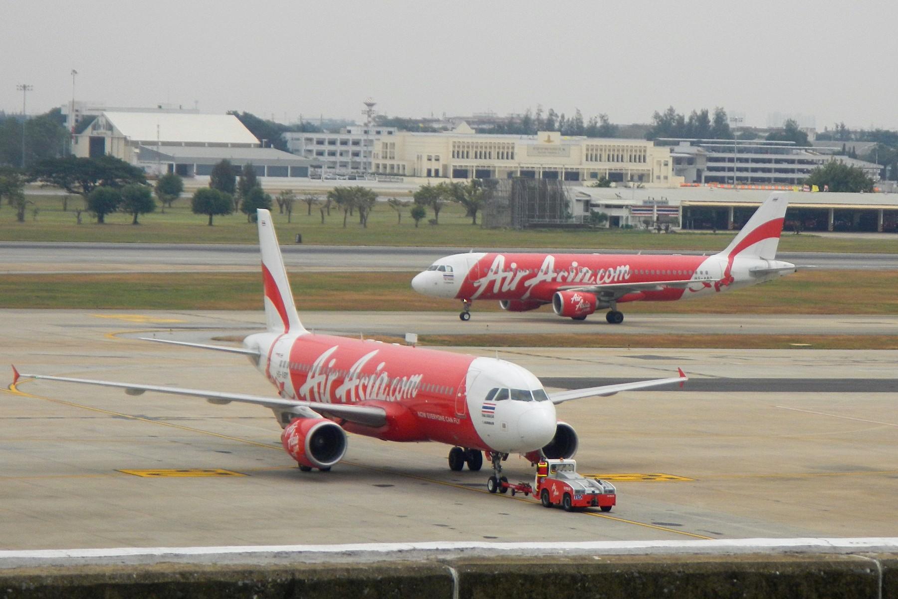 Самолёт AirAsia в аэропорту Дон Муанг (Бангкок)