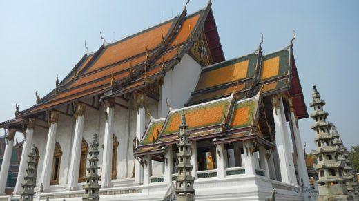 Храм Ват Сутхат (Wat Suthat Thep Wararam) и гигантские качели в Бангкоке