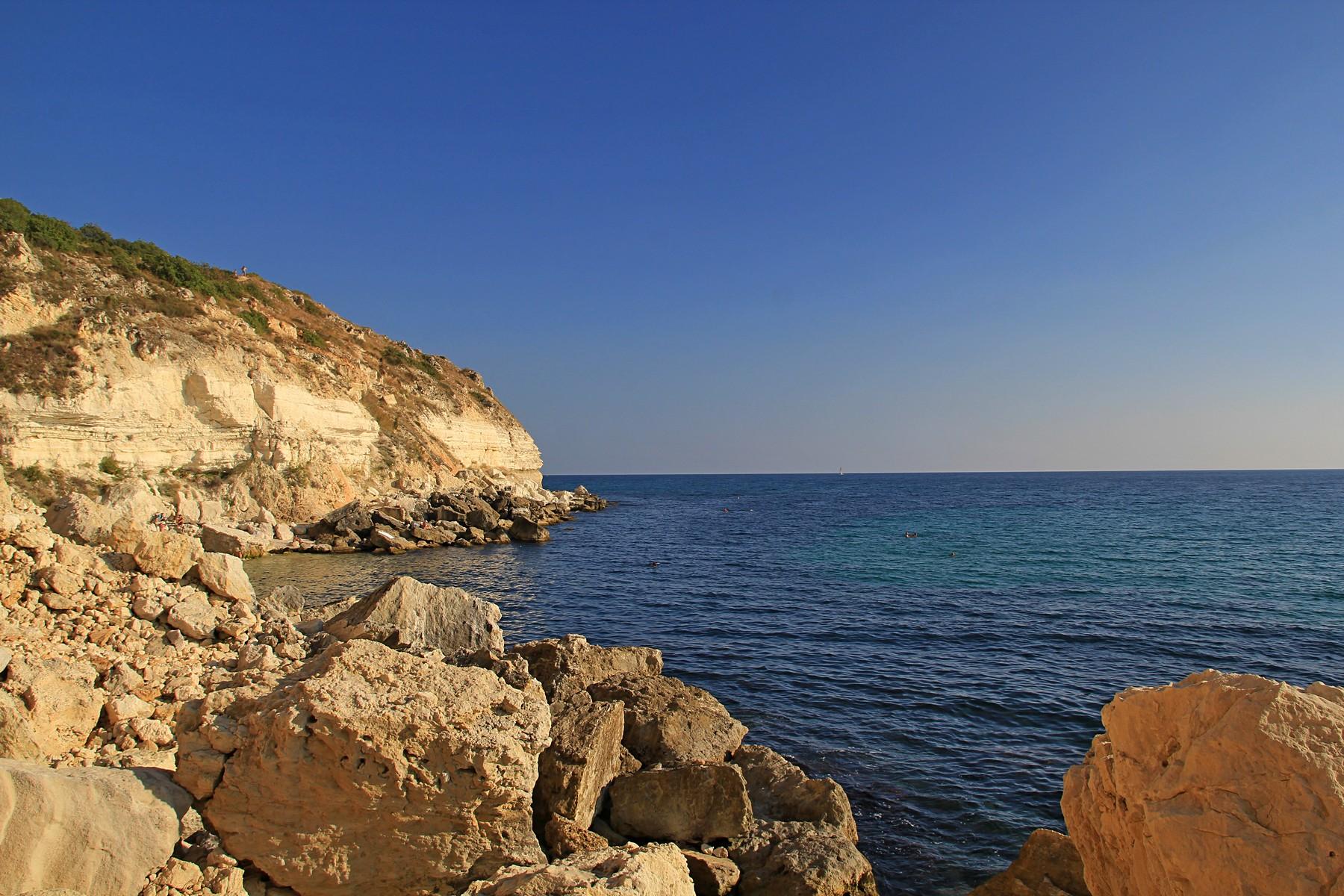 Берег Чёрного моря в районе мыса Фиолент