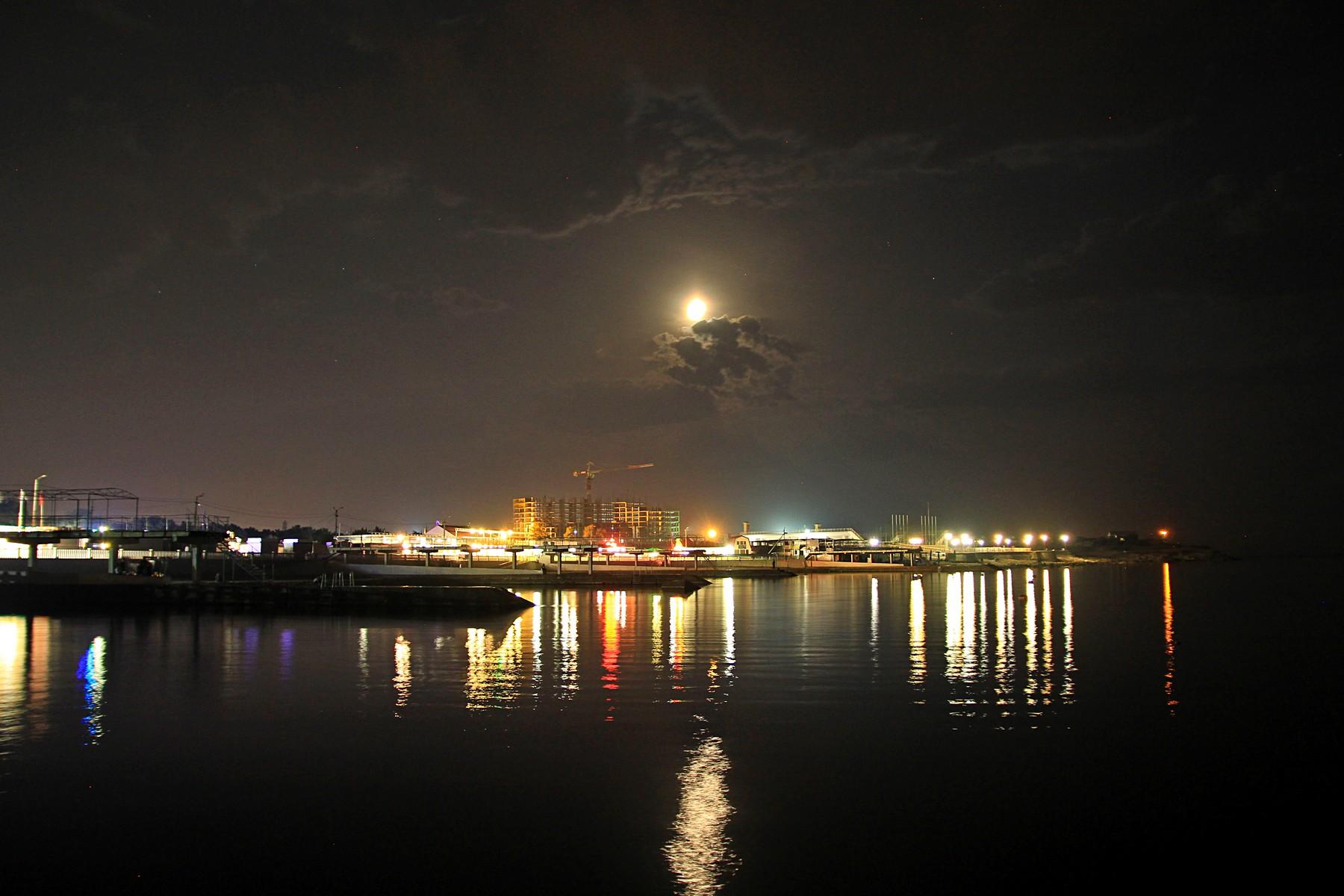Огни над ночным морем