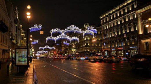 Прогулка по вечернему Невскому проспекту в новогоднем убранстве