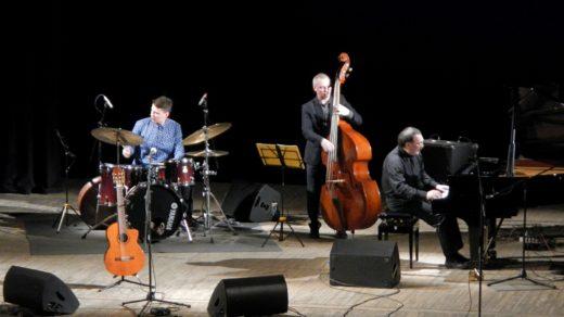 Вечер джаза с Даниилом Крамером «Lady in Jazz»: Даниил Крамер (фортепиано), Надя Вашингтон (вокал, гитара), Владимир Кольцов-Крутов (контрабас), Игнат Кравцов (ударные)